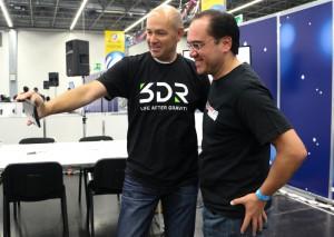 Chris Anderson de 3DR y Antonio Quirarte de Hacedores
